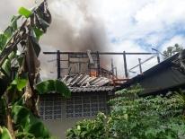 Thumbnail เหตุเพลิงไหม้บ้านเรือนประชาชน ภายในซอยเพชรเกษม 28