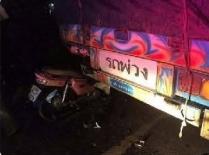 Thumbnail อุบัติเหตุ รถจักรยานยนต์เสียหลักชนท้ายรถพ่วงบรรทุก มีผู้เสียชีวิต 2 ราย